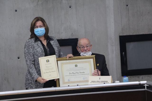 El Ayuntamiento de San pedro del Pinatar entrega el título de Hijo Predilecto a D. Miguel Pérez Fernández - 1, Foto 1