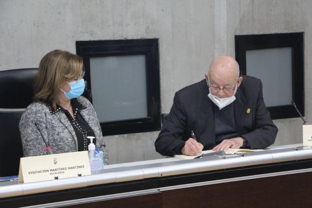 El Ayuntamiento de San pedro del Pinatar entrega el título de Hijo Predilecto a D. Miguel Pérez Fernández - 2, Foto 2
