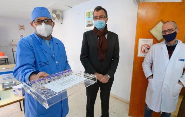 El Ayuntamiento vacuna contra la Covid-19 a 60 trabajadores y usuarios de Jesús Abandonado - 2, Foto 2
