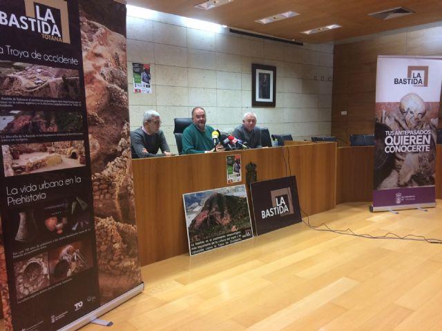 El Ayuntamiento aboga por proyectar una colección museográfica permanente de piezas del yacimiento de La Bastida en la antigua sede del Centro Tecnológico de Artesanía para mejorar la oferta turística local