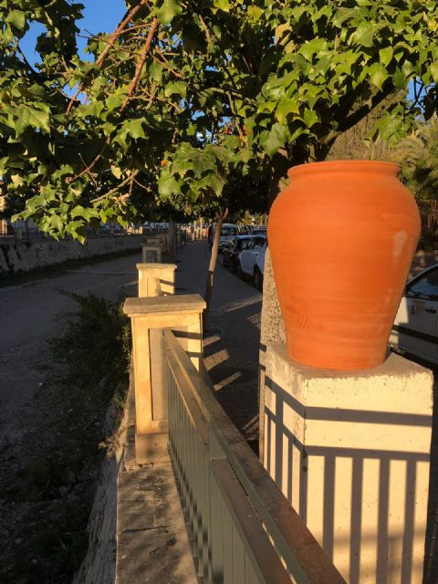 They restore eight new decorative ceramic elements that had been destroyed by vandalism in the Rambla de La Santa avenue - 3