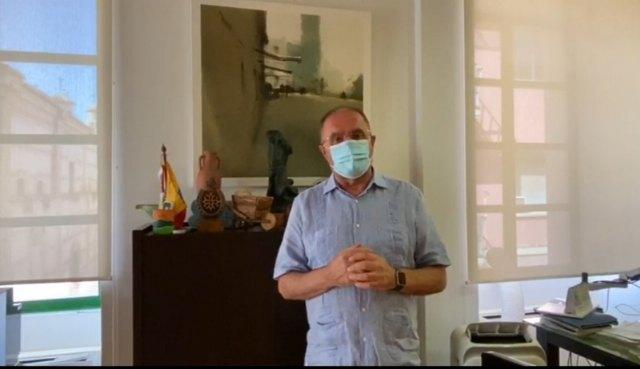 [El alcalde comunica que ni él ni nadie del Gobierno municipal se ha vacunado contra el COVID-19, y hace pública su cartilla de vacunaciones