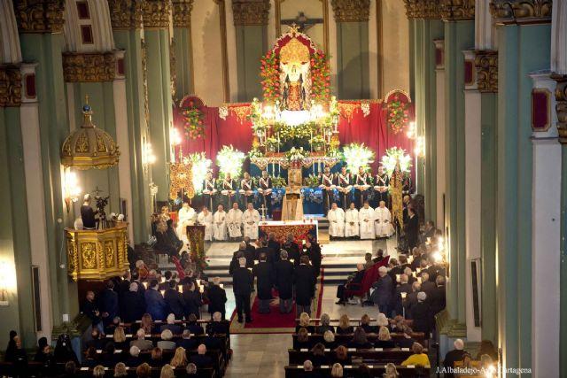 Los cofrades llenan Santa Maria de Gracia en la celebracion de la Salve Grande california - 1, Foto 1