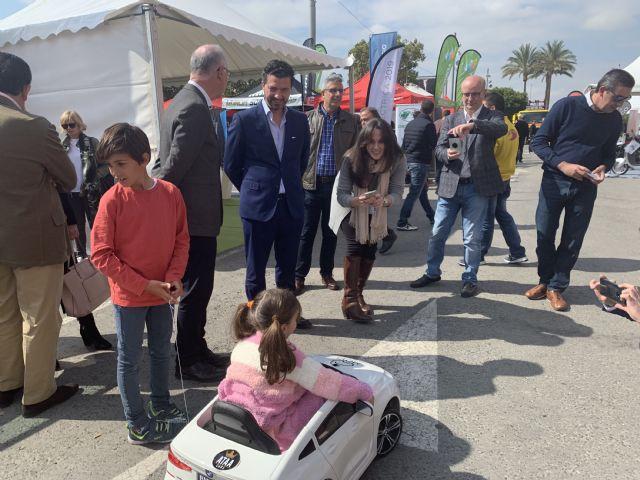 Centenares de personas se interesan por la movilidad eléctrica - 1, Foto 1