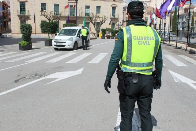 Local Police and Civil Guard intensify controls to enforce the circulation of non-essential activities workers who cannot go to work after a new decree