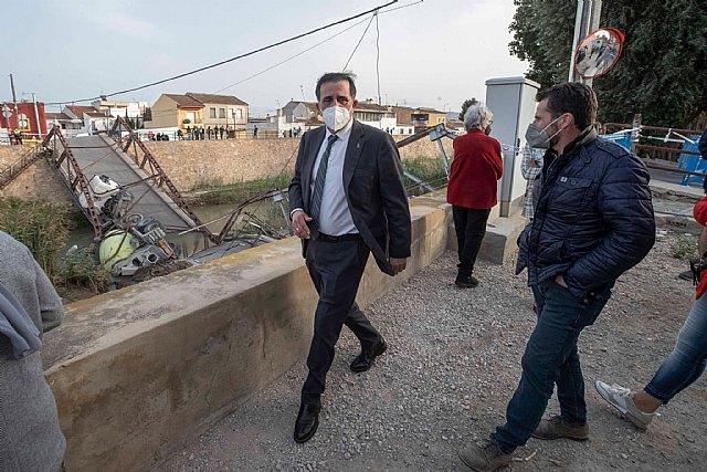 El Ayuntamiento asegura la zona alrededor del puente desprendido entre El Raal y Beniel - 1, Foto 1