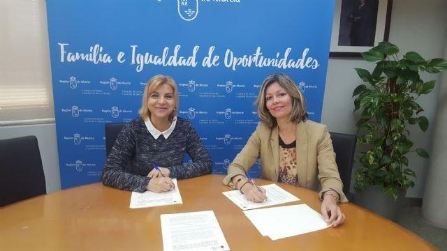 La Comunidad y el Ayuntamiento de Blanca firman un convenio de ayuda a domicilio de personas mayores dependientes - 1, Foto 1