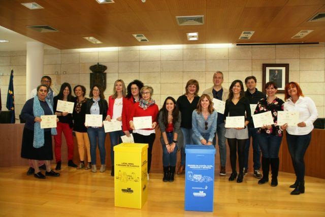 Entregan los diplomas acreditativos a los 13 centros de enseñanza que han participado en el proyecto