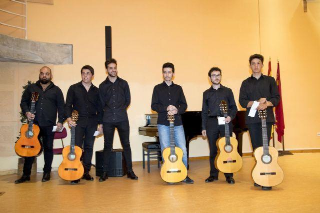 Seis jóvenes deleitan al público en la final de guitarra flamenca de Entre Cuerdas y Metales - 1, Foto 1