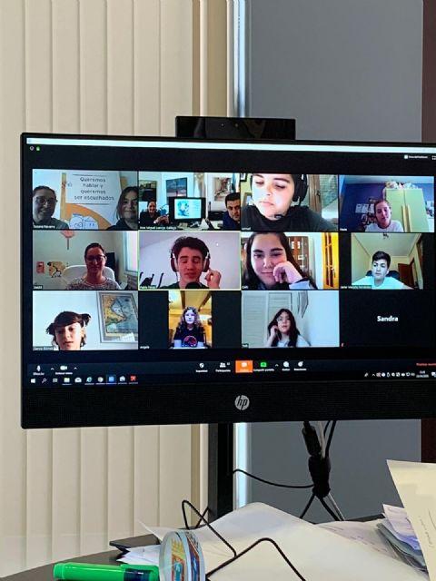 El alcalde, José Miguel Luengo y la concejala de Derechos Sociales, Estíbaliz Masegosa se reúnen por videollamada con el Consejo Local de la Infancia y Adolescencia del municipio - 2, Foto 2