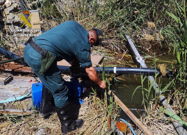 La Guardia Civil investiga a una persona por la captación ilegal de agua de la rambla El Salar - 1, Foto 1