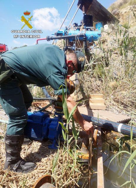 La Guardia Civil investiga a una persona por la captación ilegal de agua de la rambla El Salar - 2, Foto 2