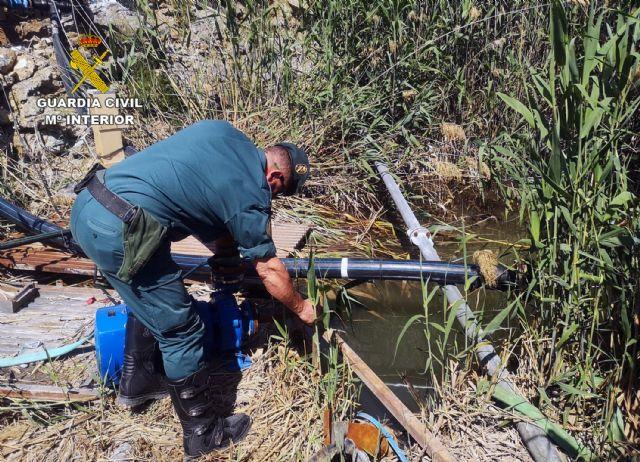La Guardia Civil investiga a una persona por la captación ilegal de agua de la rambla El Salar - 3, Foto 3