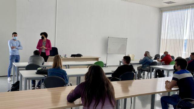 Una quincena de jóvenes de Puerto Lumbreras se forma en limpieza de espacios públicos e instalaciones industriales - 1, Foto 1