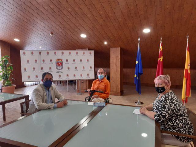 El Alcalde de Los Alcázares y la Concejal de Política Social reciben al nuevo Defensor de las Personas con Necesidades Distintas - 2, Foto 2