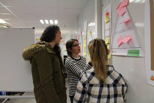 Más de 100 alumnos y titulados de la UCAM se forman en materia de empleo - 1, Foto 1