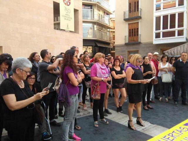 Concejalas del Ayuntamiento de Totana participan en las concentraciones de repulsa a los asesinatos machistas del pasado fin de semana