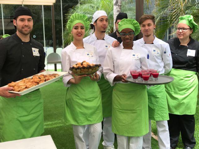 Más de 20 jóvenes de Torre Pacheco consiguen un certificado de profesionalidad en operaciones básicas de cocina y de pastelería - 3, Foto 3