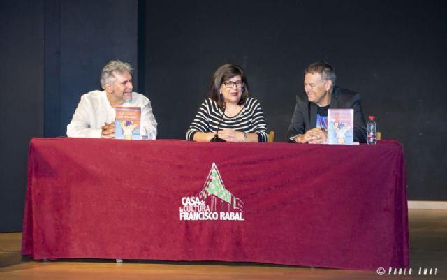 El escritor Francisco José Motos presenta en Águilas Las llaves del paraíso - 1, Foto 1