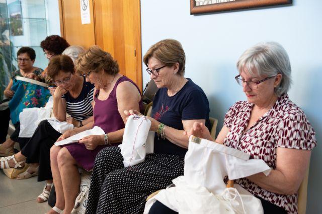 Exposición de talleres para cerrar el mayo cultural del centro de personas mayores de Puerto de Mazarrón 2019, Foto 2