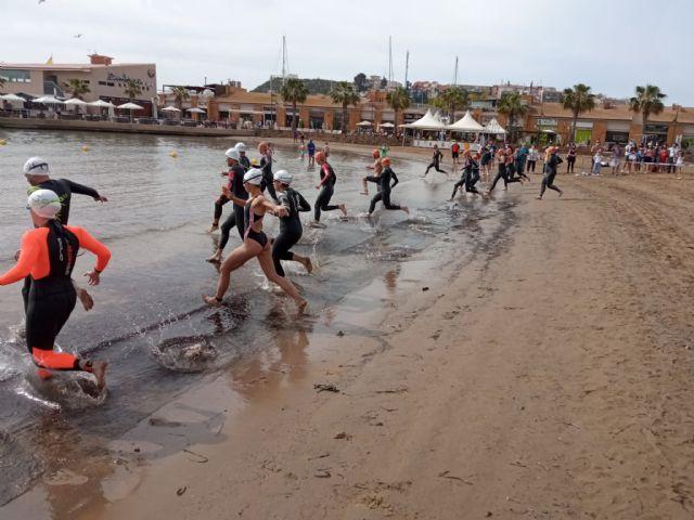 Miguel Bou y Soraya Pérez se imponen en la Travesía a Nado de Puerto de Mazarrón, Foto 2