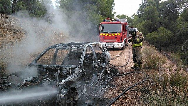 Incendio de un turismo en la carretera de Fortuna entre el Coto de Cuadros y el cine Flipper - 1, Foto 1