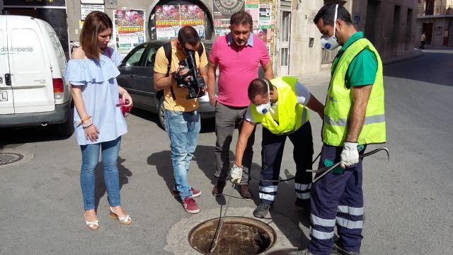 La Concejalía de Sanidad desarrolla un tratamiento especial en los 350 kilómetros de la red de alcantarillado - 1, Foto 1