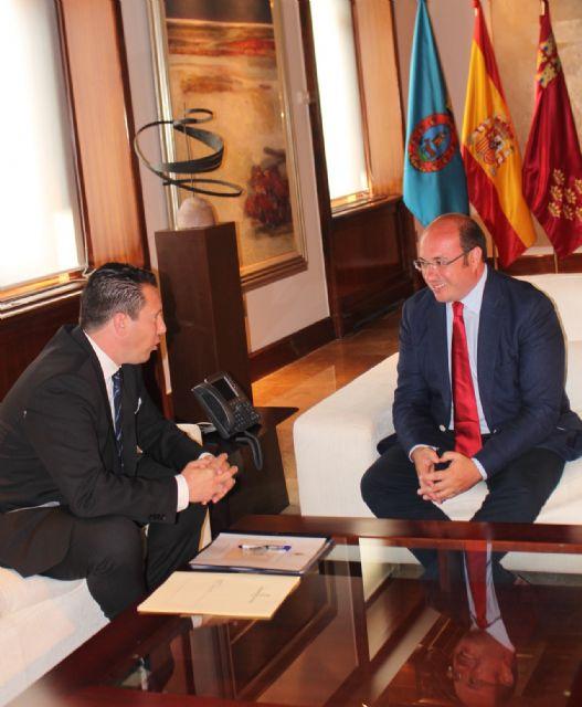 El presidente de la Comunidad se reúne con el alcalde de Mula - 2, Foto 2