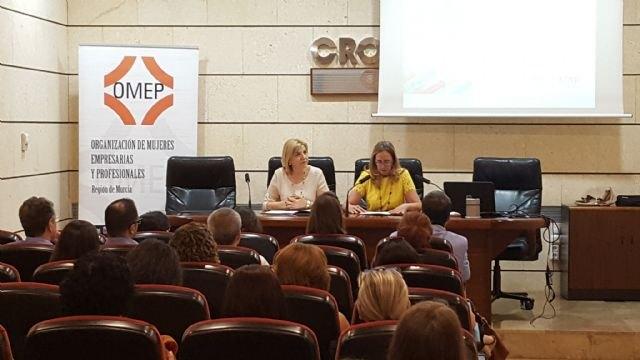 La Región implantará un distintivo para empresas que cuenten con un plan de igualdad de oportunidades entre mujeres y hombres - 1, Foto 1