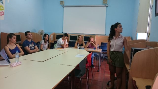 A total of 15 young people involved in school activity club for Languages B2 from the University of Cambridge, Foto 2