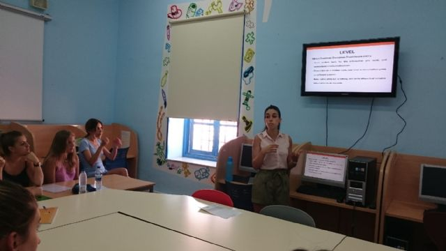 A total of 15 young people involved in school activity club for Languages B2 from the University of Cambridge, Foto 3