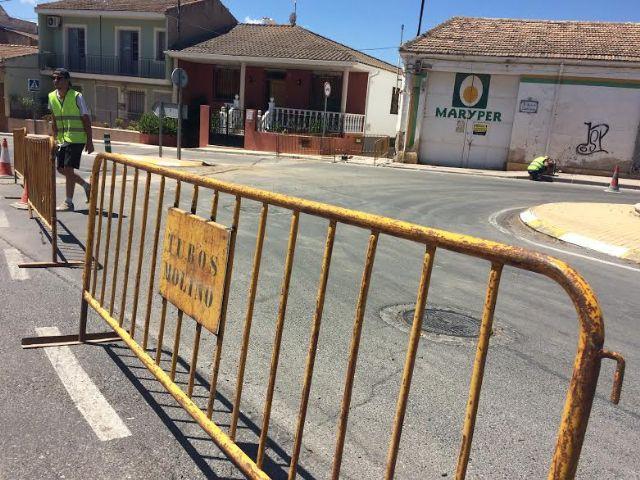 Se acometen obras de ampliación de la red de abastecimiento para solucionar la falta de presión en viviendas de la avda. Santa Eulalia