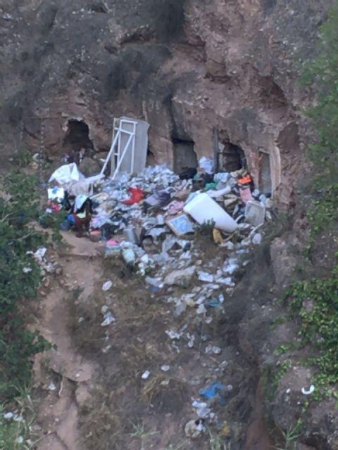 El PSOE denuncia ante el Seprona el vertedero ilegal descubierto en la Rambla El Valle, en La Alberca - 1, Foto 1