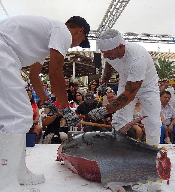 Medio millar de personas han asistido al ronqueo de atún rojo de 200 kilos en las Jornadas Mi Mar Menor de Salazón - 2, Foto 2