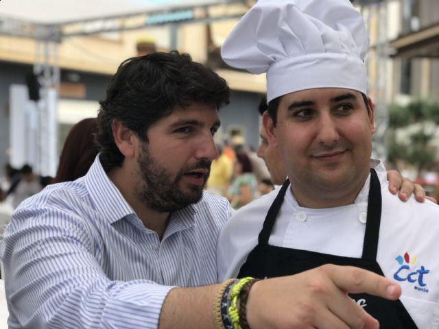 Fernando López Miras asiste a las actividades organizadas con motivo de las II Jornadas Gastronómicas Mi Mar Menor de Salazón - 2, Foto 2