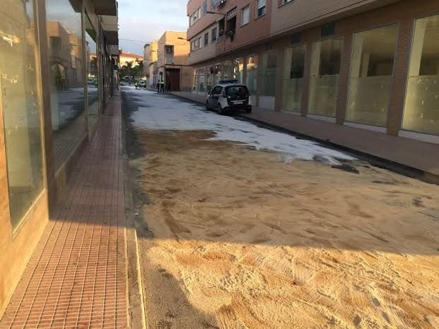 Local Police identified the driver of the vehicle that caused the spill hydraulic oil on the street Alhama few weeks ago