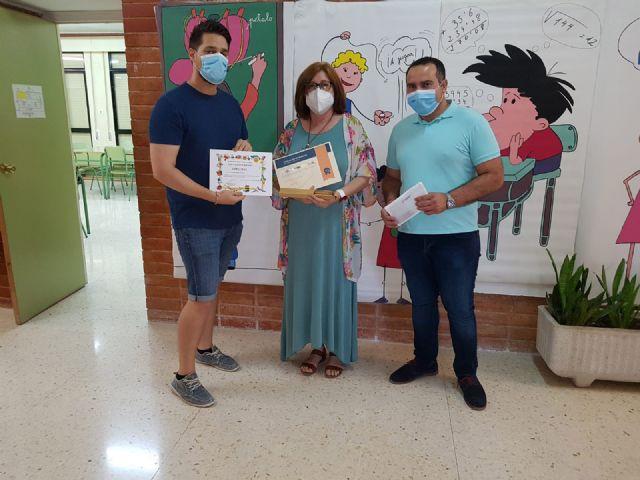 El Ayuntamiento obsequia a los alumnos de 5 años y sexto de Primaria de todos los centros educativos del municipio - 1, Foto 1