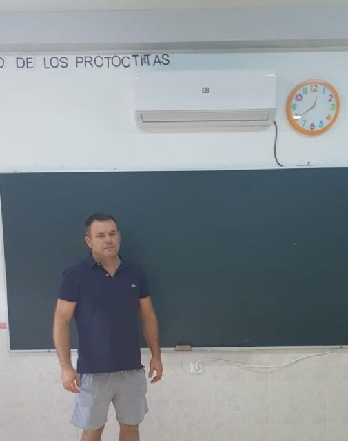 El Ayuntamiento invierte 4.000 euros en la adecuación, reparación y mantenimiento de las aulas del CEIP San Juan Bautista - 1, Foto 1