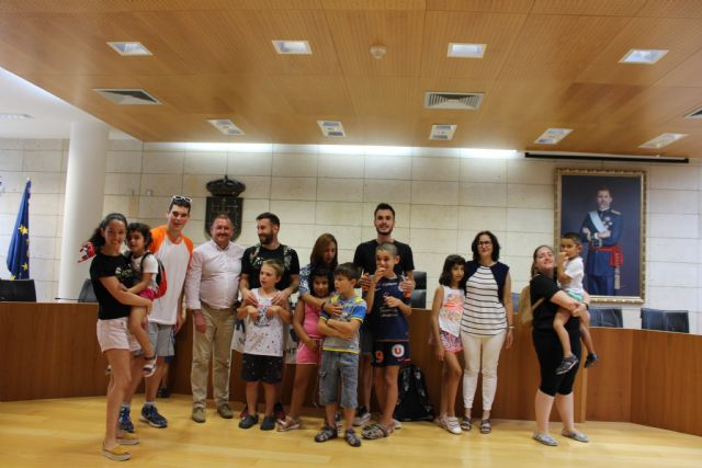 La Escuela de Verano de D´Genes visita el Ayuntamiento de Totana
