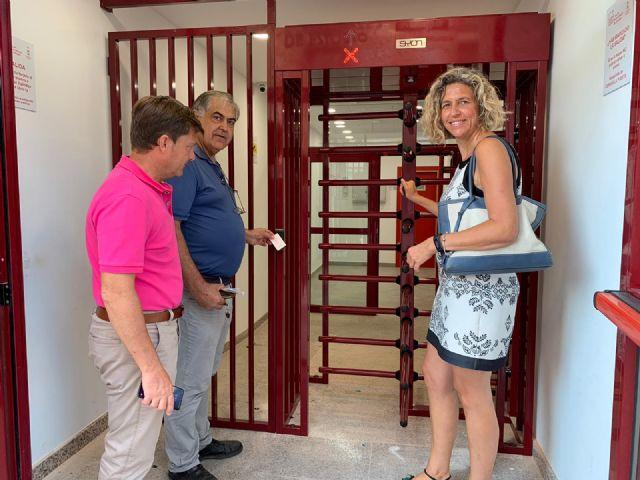 La mayor sala de estudio del municipio cuenta con un nuevo torno de acceso para mejorar el servicio - 2, Foto 2