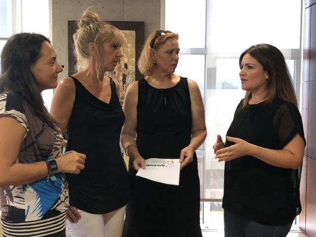 La consejera de Educación se reúne con la presidenta de Amurcae para reforzar la lucha contra el acoso escolar - 1, Foto 1
