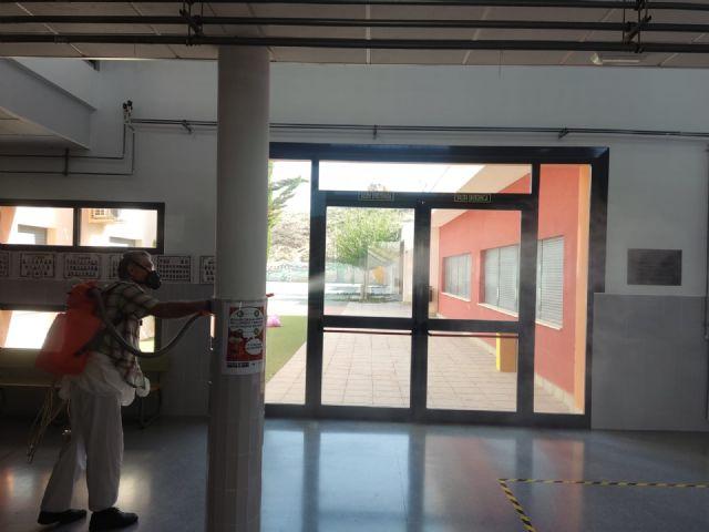 El Ayuntamiento lleva a cabo la limpieza y desinfección de colegios y escuelas infantiles de Puerto Lumbreras como prevención frente a la COVID-19 - 1, Foto 1