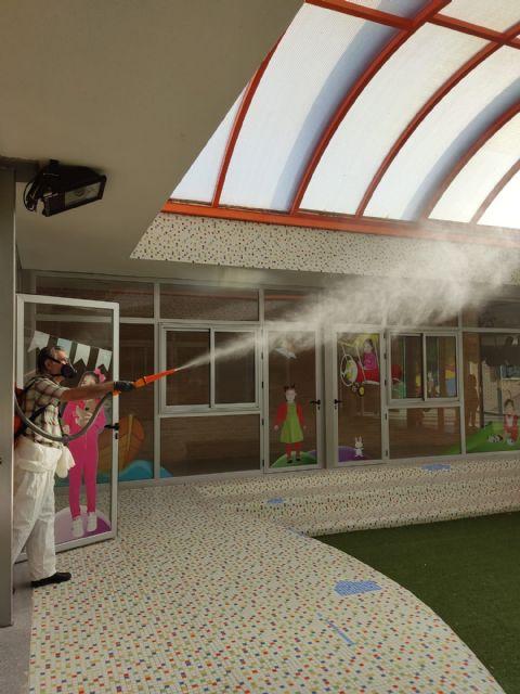 El Ayuntamiento lleva a cabo la limpieza y desinfección de colegios y escuelas infantiles de Puerto Lumbreras como prevención frente a la COVID-19 - 2, Foto 2