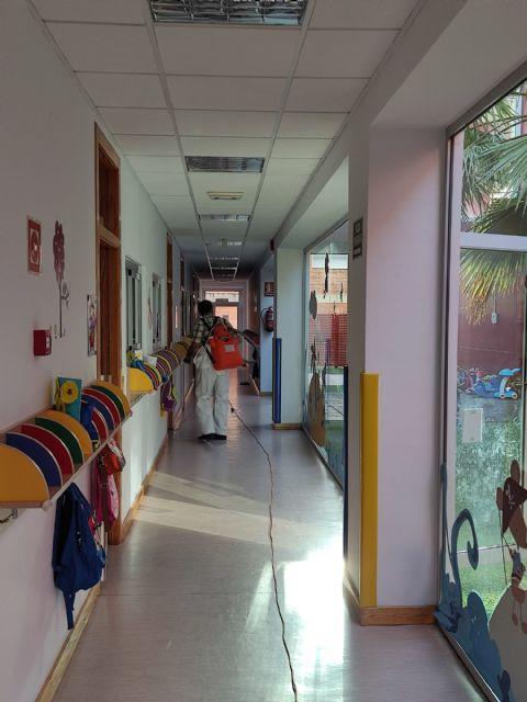 El Ayuntamiento lleva a cabo la limpieza y desinfección de colegios y escuelas infantiles de Puerto Lumbreras como prevención frente a la COVID-19 - 3, Foto 3