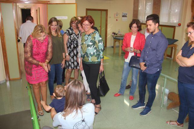 La consejera de Igualdad y la alcaldesa visitan tres centros de Aspajunide - 1, Foto 1