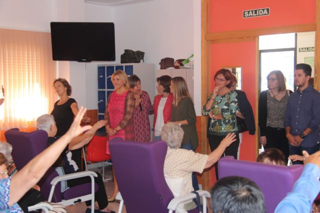 La consejera de Igualdad y la alcaldesa visitan tres centros de Aspajunide - 3, Foto 3