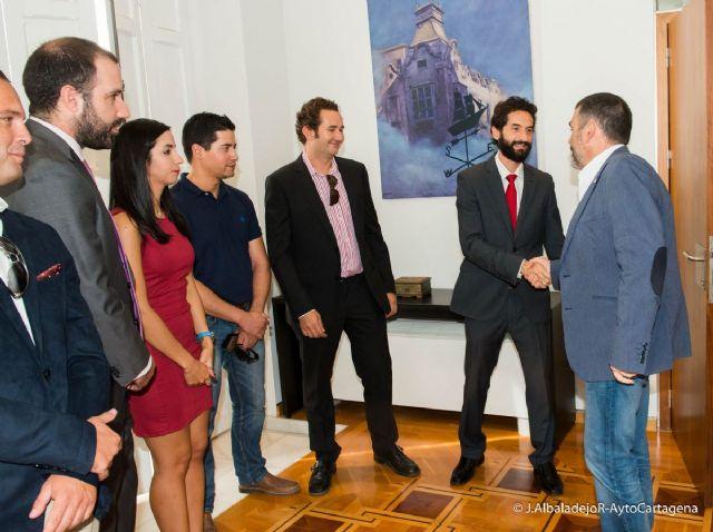 El alcalde recibe a la nueva directiva de AJE y reafirma el apoyo institucional en la búsqueda de sinergias - 1, Foto 1