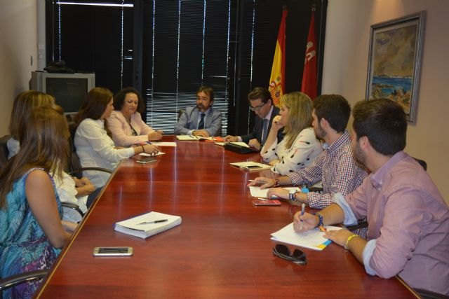 El Gobierno regional ratifica a los vecinos de Altorreal su compromiso de implantar un servicio de transporte público - 1, Foto 1