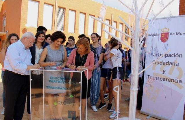 La Comunidad anuncia la primera convocatoria de premios para la promoción de la participación entre los estudiantes de la Región - 1, Foto 1
