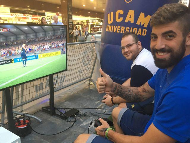 El equipo de eSports de la UCAM toma el centro de Murcia con un torneo de FIFA 17 - 1, Foto 1